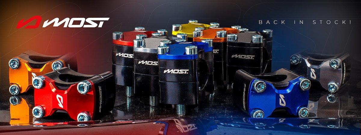 Visuel d'annonce du retour en stock des surpontets de guidon moto de la marque MOST Racing